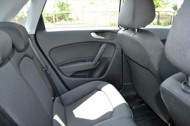 アウディA1スポーツバック 後部座席