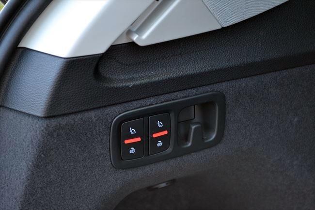 Audi Q7 3列目シート収納