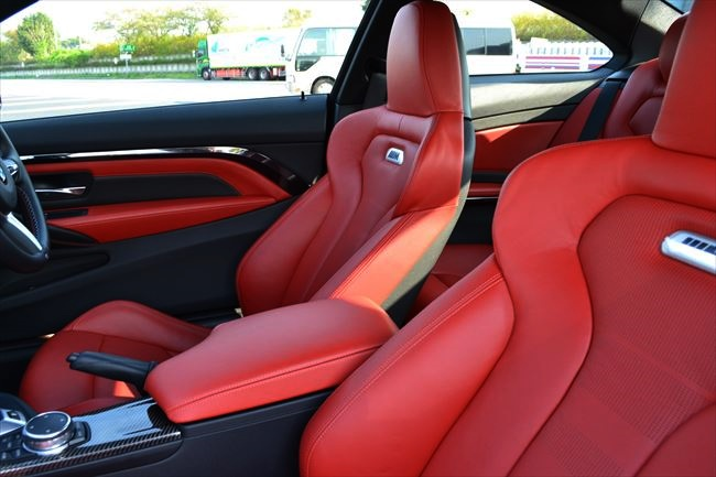 BMW M4クーペ フロントシート