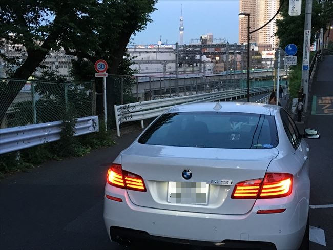 BMW5シリーズ 523i Mスポーツ リアから撮影