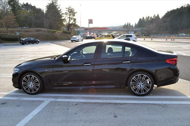 BMW 523d Mスポーツ G30 サイド