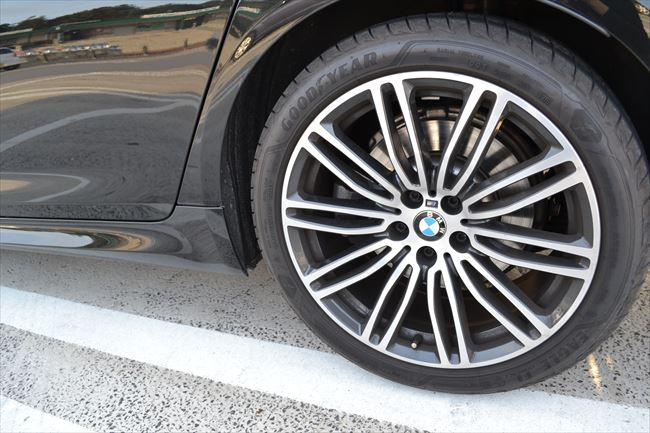 BMW 523d Mスポーツ 19インチアルミ