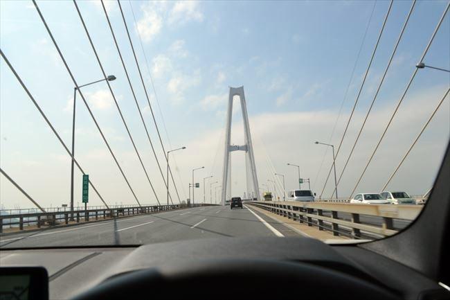 BMW X3 で高速道路を走行