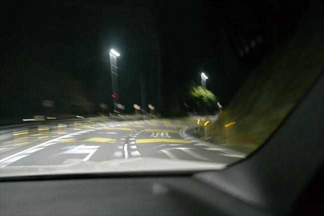 BMW X3 で峠道を走行