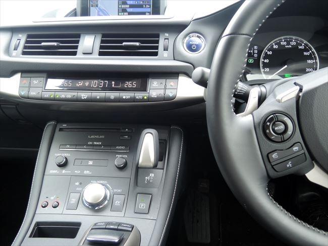 CT200hの運転席周り