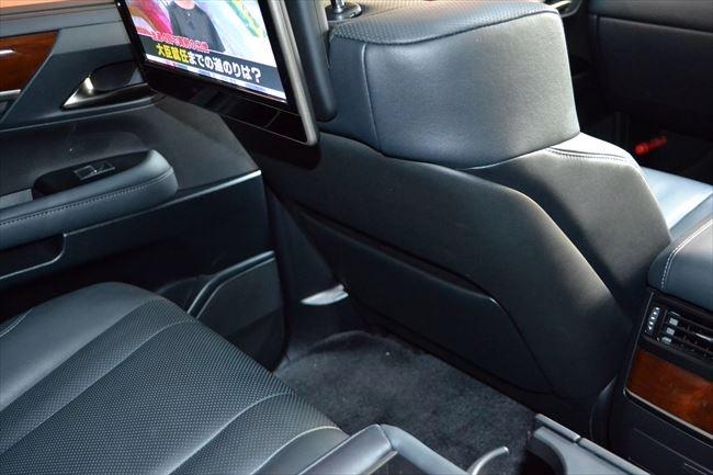 LX570 後部座席の広さ