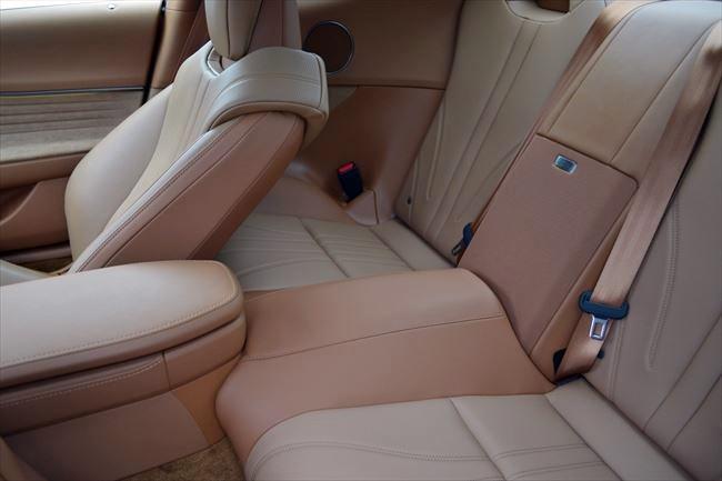 レクサスLC500 Lパッケージ 後部座席