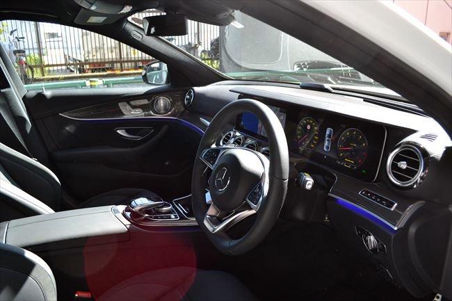 メルセデスAMG E43 4マチック 運転席