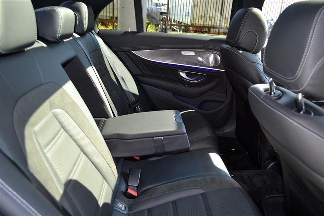 メルセデスAMG E43 4マチック 後部座席