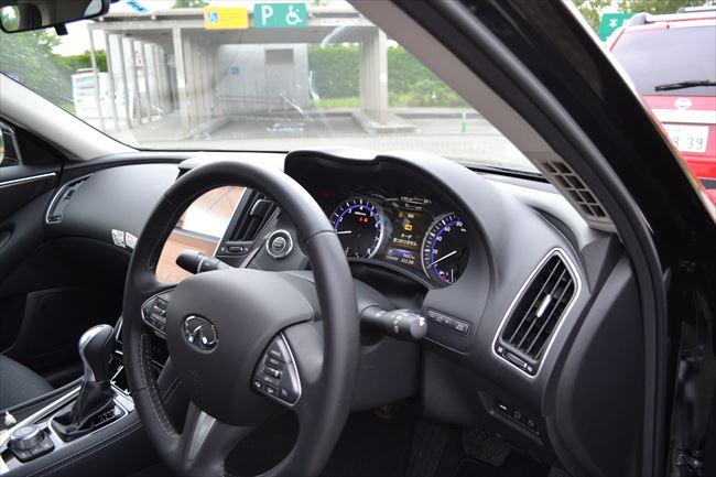 V37スカイライン インテリア 運転席周り
