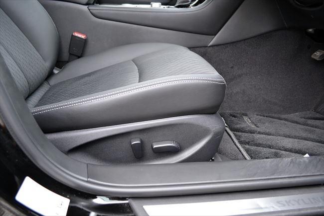 フロントシートは全グレード パワーシートが標準装備