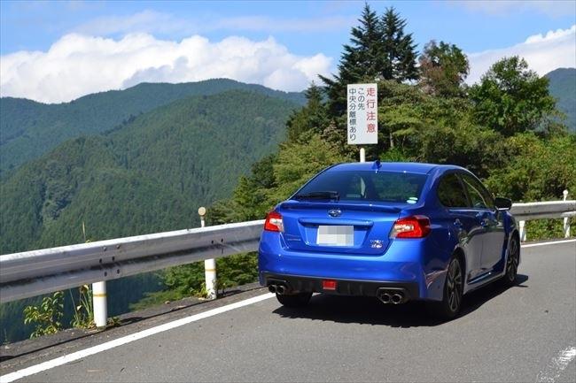 スバル WRX S4 リアから撮影