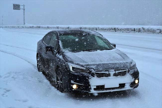 インプレッサG4で雪道を走る
