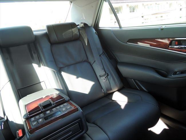 クラウンマジェスタFバージョンの後部座席