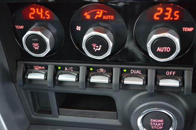 トヨタ 86 GT Limitedはフルオートエアコン装備