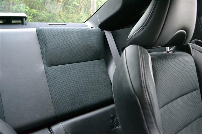トヨタ86の後部座席