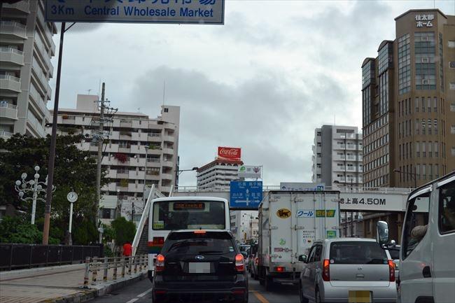 沖縄 那覇市内を走行